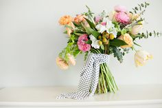 Another great flower Friday recipe on Utah Bride Blog! Lindsey Orton Photography and Blooms & Blossoms creations!