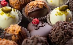 "Do You Like Chocolate. All sweets ? We now have ""free"" HD Photo Album consists of 15 photos for various sweets of all kinds and forms delici Chocolate Sweets, Chocolate Fondant, Chocolate Hazelnut, Chocolate Truffles, Food Wallpaper, Kakao, Just Desserts, Cake Recipes, Chocolates"