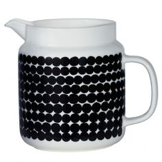 The Räsymatto pattern decorates this porcelain pitcher that features a handle and reliable spout. The pitcher is dishwasher, microwave, and freezer safe; glazed colors and pattern remain vibrant.