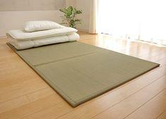 Bedroom Layouts, Bedroom Themes, Bedroom Ideas, Bedroom Setup, Japanese Sleeping Mat, Tatami Futon, Japanese Futon Mattress, Japanese Style Bedroom, Cabinet D Architecture