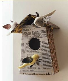 When it comes to birds, avid watchers know that you can never have too many bird houses in your yard. Birds appreciate these items during the nesting and migration seasons, which can just about cover the entire year in some areas. Book Crafts, Arts And Crafts, Paper Crafts, Diy Projects To Try, Art Projects, Tube Carton, Creation Art, Paperclay, Book Pages