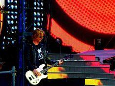 Popkulttuuria ja undergroundia: Duff McKagan kunnioitti keikalla Smackia