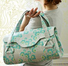 With multiple pockets in the main compartment and a sleek, stylish design, the Blossom Shoulder Bag is every girl's dream bag. And the fact that you can use this free purse pattern to sew it yourself? Even better!