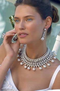 Absolutely stunning.....Pearls! ~Latest Luxurious Women's Fashion - Haute Couture - dresses, jackets. bags, jewellery, shoes etc