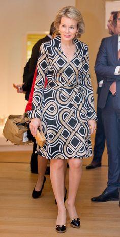 17 Octobre 2014: La Reine Mathilde a visité l'exposition «Le Pouvoir des objets» au Centre d'art ING à Bruxelles.  Cette exposition tend à mettre en évidence le travail préalable des designers qui est souvent oublié lorsque l'objet s'intègre dans notre quotidien. L'exposition permet de comprendre le succès que peut rencontrer un nouveau produit ainsi que les démarches nécessaires pour donner à cet objet un intérêt et un aspect original tout en le rendant fonctionnel.