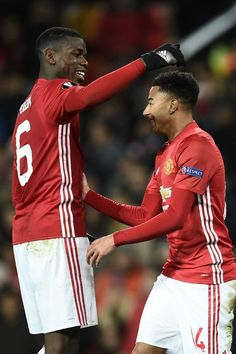 Manchester United's French midfielder Paul Pogba (L) and Manchester United's English midfielder Jesse Lingard (R) celebrate after Lingard scored their fourth goal during the UEFA Europa League group A football match between Manchester United and Feyenoord at Old Trafford stadium in Manchester, north-west England, on November 24, 2016. / AFP / Oli SCARFF