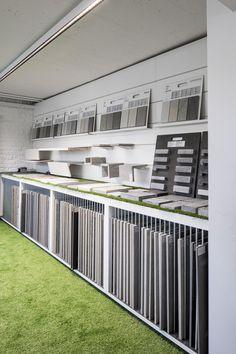 Carimar Braine-l'Alleud (BE) - Dermul displays en showrooms Showroom Interior Design, Bathroom Interior Design, Modern Interior Design, Interior Decorating, Bar Design, Design Studio, Store Design, Kitchen Showroom, Tile Showroom