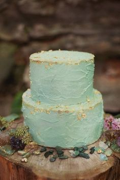 Layered wedding cake in frosty blue, flecked with edible gold leaf. Since you can buy edible gold leaf sheets, you could totally bite this cake decoratin' style for a glamtastic birthday cake too. Naked Wedding Cake, Mint Wedding Cake, Wedding Cake Rustic, Wedding Cakes, Aqua Wedding, Rustic Cake, Sea Foam Wedding, Wedding Girl, Rustic Theme