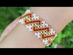 Bracelet design for girl. The expensive jewelry recommendations nobody should ever be without Beaded Bracelets Tutorial, Beaded Bracelet Patterns, Seed Bead Bracelets, Jewelry Patterns, Beading Patterns, Diy Bracelet, Bead Jewellery, Beaded Jewelry, Armband Diy