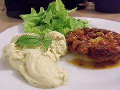 Tatin de tomates cerises et chantilly au basilic