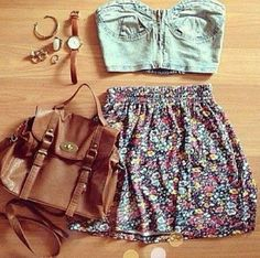 Crop top and highwaisted skirt