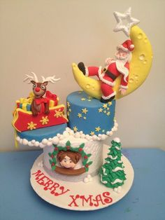 What a cute Christmas cake, with Santa asleep on the moon and Rudolph playing in the present sack! Christmas Cake Designs, Christmas Cake Topper, Christmas Cake Decorations, Holiday Cakes, Noel Christmas, Christmas Goodies, Christmas Desserts, Christmas Treats, Christmas Cakes