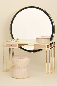 metal dressing table with large mirror for ultra luxury modern bedrooms The dressing table is an interior subject, which not only brings elegance to the bedroom but also has an undoubted functional purpose. For many women, it is a favorite pastime. Behind this table beauty is born.
