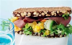 Rugbrødssandwich med relish