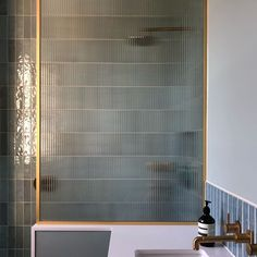 Grids & lines Glass Shower Doors, Glass Bathroom, Bathroom Renos, Shower Tub, Glass Door, Bad Inspiration, Bathroom Inspiration, Bathroom Inspo, Reeded Glass