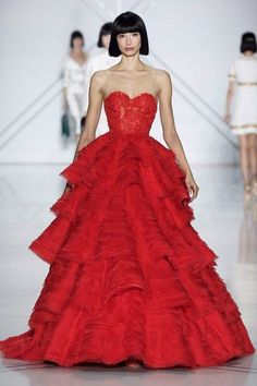 Ralph & Russo's mystical transformation at Paris Haute Couture Week Couture Week, Spring Couture, Style Couture, Haute Couture Fashion, Ralph & Russo, Vestidos Fashion, Collection Couture, Red Gowns, Beautiful Gowns
