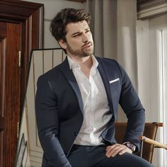 Handsome Men Quotes, Handsome Arab Men, Handsome Actors, Turkish Men, Turkish Beauty, Turkish Actors, Woman Sketch, Woman Drawing, Aidan Turner