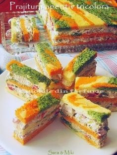 Pastry ~ tricolor colors of dish appetizer Amazing Food Decoration, Salad Design, Antipasto, Fresh Rolls, Finger Foods, Catering, Food And Drink, Appetizers, Yummy Food