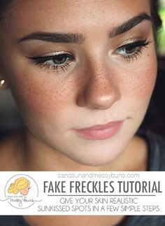 Natural Makeup Fake freckles tutorial will teach you how to get a sunkissed look in a few easy… - You only need to know some tricks to achieve a perfect image in a short time. Wedding Makeup Tips, Natural Wedding Makeup, Natural Makeup, Bridal Makeup, Prom Makeup, Tattooed Freckles, Fake Freckles, Faux Freckles Makeup, How To Get Freckles