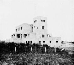 germanpostwarmodern:  Villa Allegonda (1917) in Katwijk aan Zee...