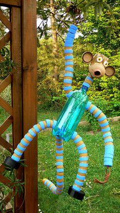 Water Bottle Crafts, Plastic Bottle Flowers, Plastic Bottle Crafts, Bottle Cap Crafts, Recycle Plastic Bottles, Recycled Toys, Recycled Art Projects, Recycled Crafts, Diy Arts And Crafts