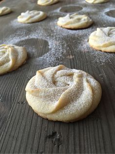 M ammas favoritkakor. Av misstag. Bara snubblade över receptet när jag skulle baka lite olika småkakor och skicka till mamma innan en jul för några år sedan. Så fort hon smakade de söta roskakorna…