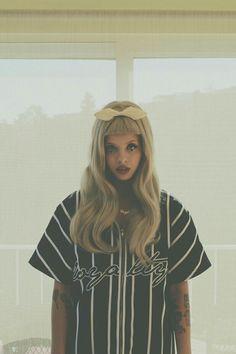 I love Melanie as a blonde.