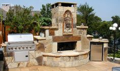 Classic Outdoor Fireplace Designs for Small Patio Space: Elegant Traver Tine Tile Floor Stone Material Style For Inspiration Outdoor Firepla. Outside Fireplace, Deck Fireplace, Outdoor Fireplace Designs, Outdoor Fireplaces, Fireplace Kitchen, Fireplace Kits, Gas Fireplaces, Outdoor Rooms, Outdoor Living