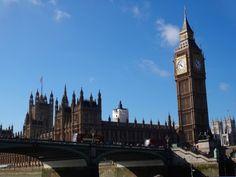 Sábado é dia de recordar. Publicamos um roteiro de atrações de graça em Londres. Uma delas é apreciar o Big Ben claro! Como não amar essa cidade? Para mais:  letsflyaway.com.br. ----------- Saturday is a day to remember. We published a list of free attractions in London. One of them is to appreciate the Big Ben of course! How not to love this city? For more: letsflyaway.com. ----------- #londres #london #london #inglaterra #england #british #bigben #iglondon #instalondon #londoner…