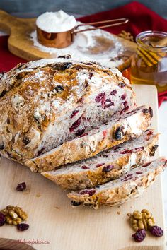 This No-Knead Cranberry Honey Walnut Artisan Bread is a delicious sweet bakery-s. - This No-Knead Cranberry Honey Walnut Artisan Bread is a delicious sweet bakery-style bread that's - Artisan Bread Recipes, Bread Machine Recipes, Easy Bread Recipes, Baking Recipes, Dessert Recipes, Pudding Recipes, Dinner Recipes, Honey Recipes, Walnut Recipes