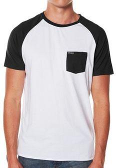 Camiseta Raglan com bolso. Design by @marciocau from FortLocal.