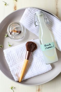 Homemade Natural Makeup Brush Cleaner - Live Simply
