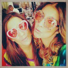 """#Isabel Figueira num momento de brincadeira com uma amiga: """"Feliz tarde para todos!!!♥"""""""