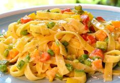 WW Vegetable Tagliatelle - Dish and Recipe- Tagliatelles Aux Légumes WW – Plat et Recette WW vegetable tagliatelle, recipe for a good pasta dish topped with a creamy spring vegetable sauce, easy to make for a light meal - Weight Watchers Pasta, Plats Weight Watchers, Vegetable Pasta, Vegetable Recipes, Chicken Recipes, Best Pasta Dishes, Best Dishes, Healthy Dinner Recipes, Healthy Snacks