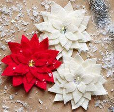 Felt Flower tutorial: How to make a Poinsettia - Fabric flowers Poinsettia Flower, Christmas Flowers, Felt Christmas, Christmas Time, Christmas Decorations, Christmas Ornaments, Define Christmas, Christmas Poinsettia, Christmas Projects