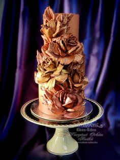 One of my knife painted chocholate roses cake. I really like this technique because it is really elegant and a technical challenge. I feel free to say this is art. I was inspired by the Russian bas-relief wall decorations. I experimented a lot...