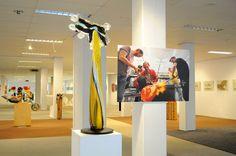 Werk van professioneel glaskunstenaar Louis La Rooy is tot eind februari te zien tijdens de internationale expositie EYE-CANDY 10 bij Galerie Anita Ammerlaan, Markt 39 in Roosendaal. Afgezien van het maken van zijn eigen projecten, heeft Louis in opdracht van Nederlandse kunstenaars (onder wie Corneille, Appel en Wolkers) glas objecten gerealiseerd. Meer informatie op www.anitaammerlaan.com