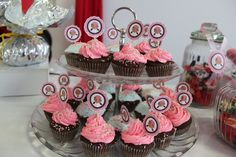 cupcake de chocolate y crema de frutilla de piratas Izzy
