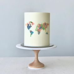 Another x collab 😍This cake is buttercream 🙌 except for the cake topper, which is made of 🍫 Map Cake, Cake Art, 18th Cake, Travel Cake, Pretty Birthday Cakes, Cake Images, Beautiful Cakes, Cake Designs, Cake Toppers