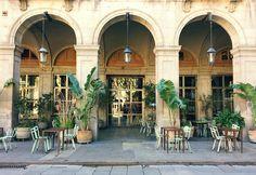 Y estos pequeños rincones definen #Barcelona... 🌿 - JUST GO TO BARCELONA #travel #ocaña