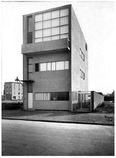 Au travers de la mesure du corps humain, l'oeuvre de Le Corbusier http://www.blog-habitat-durable.com/au-travers-de-la-mesure-du-corps-humain-loeuvre-de-le-corbusier/