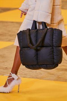 Off-White Fall 2019 Ready-to-Wear Fashion Show - Vogue Source by womenshin bags Nike Acg, Fashion Bags, Fashion Show, Womens Fashion, Fall Fashion, Vogue Fashion, My Bags, Purses And Bags, Off White Bag