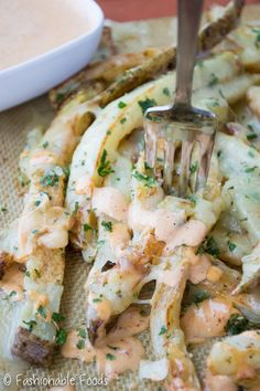 Baked fries are tossed with fresh herbs, garlic, and covered with cheese. Serve these cheesy garlic herb fries with a tasty chipotle aioli for dipping! Potato Recipes, New Recipes, Delicious Recipes, Yummy Food, Favorite Recipes, Dirty Fries, Chipotle Aioli, Fries Recipe, Edible Food
