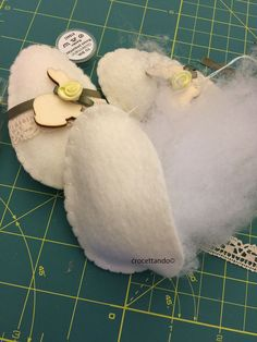 Uova di Pasqua in pannolenci : Tutorial | crocettando Easter Egg Crafts, Easter Eggs, Sewing Projects, Projects To Try, Fabric Toys, Tutorial, Creative, Easter, Lounges