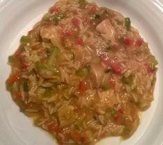 Kip met currysaus, rijst en veel groentjes