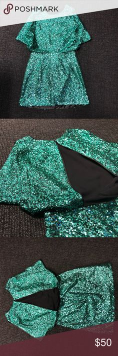 Green Sequins Dress This dress is PERFECT for NYE Or your upcoming holiday parties! The open back is amazing and it's actually quite comfortable 😍 H&M Dresses Mini