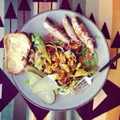 Sardines and Salad. What more could we ask for? A beautiful idea from @bwantsyouhealthy.