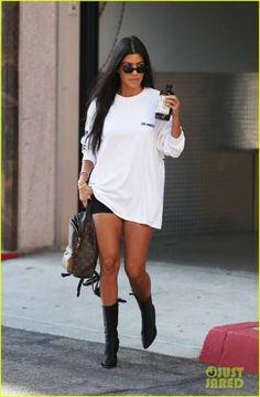 Kourtney Kardashian Emerges Amid Rumors of 'Fractured' Relationship with Scott Disick Khloe Kardashian, Estilo Kardashian, Robert Kardashian, Kardashian Kollection, Kardashian Fashion, Kourtney Kardashian Sunglasses, Looks Chic, Looks Style, My Style
