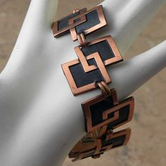 1980s modernist copper vintage bracelet for a lady This fabulous copper jewellery has double square links of a warm tone copper border and black inside