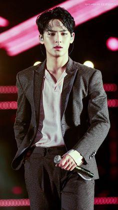 Kim Mingyu hot af!!!